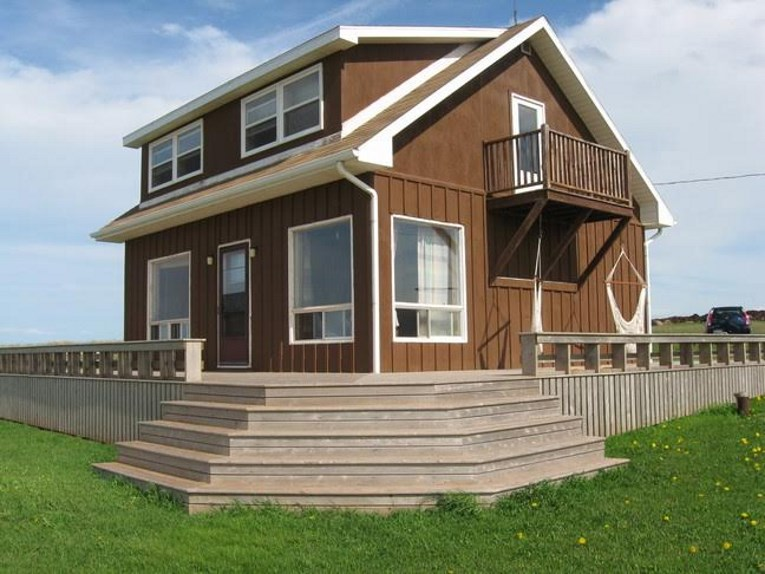 exterior of PEI Beach House at Cousins Shore